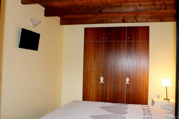 Schlafzimmer Nordseeferienhaus mit Fernseher